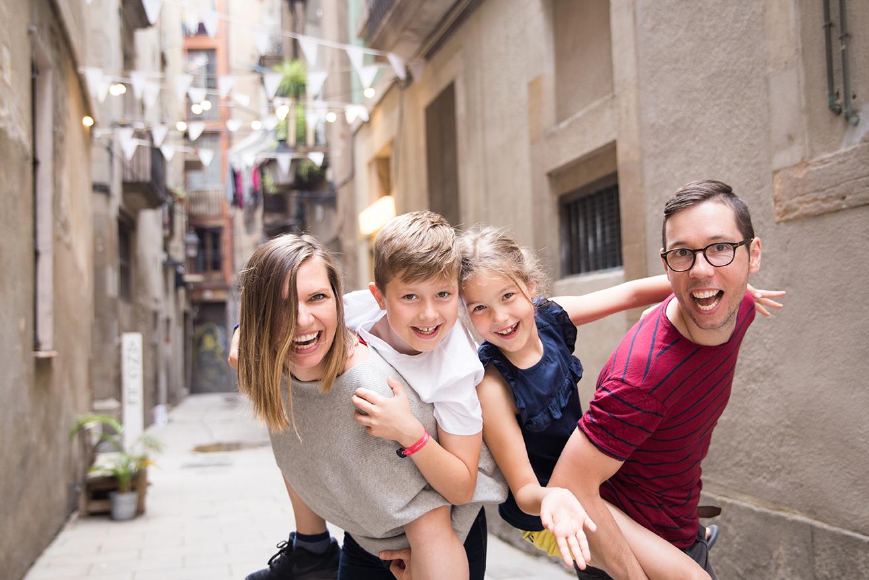 family photoshoot barcelona pickapictour